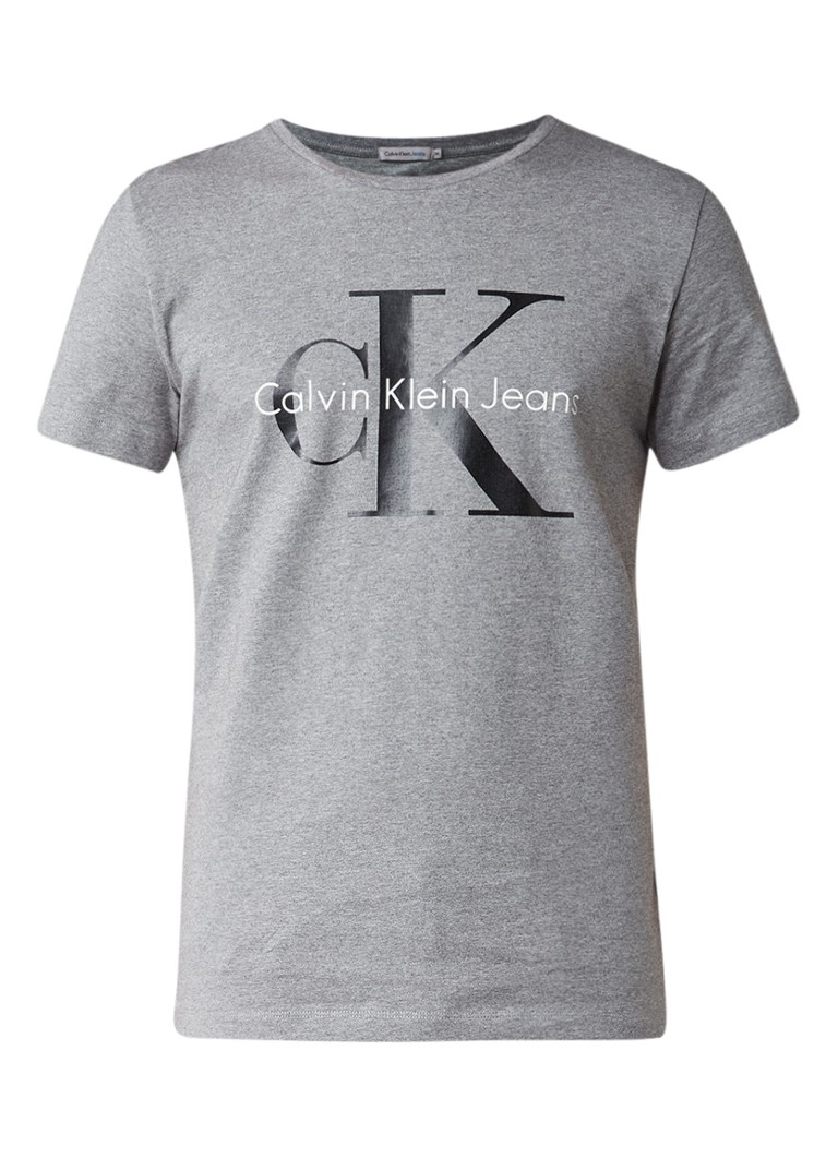 calvin klein t shirt van katoen met logoprint de bijenkorf. Black Bedroom Furniture Sets. Home Design Ideas