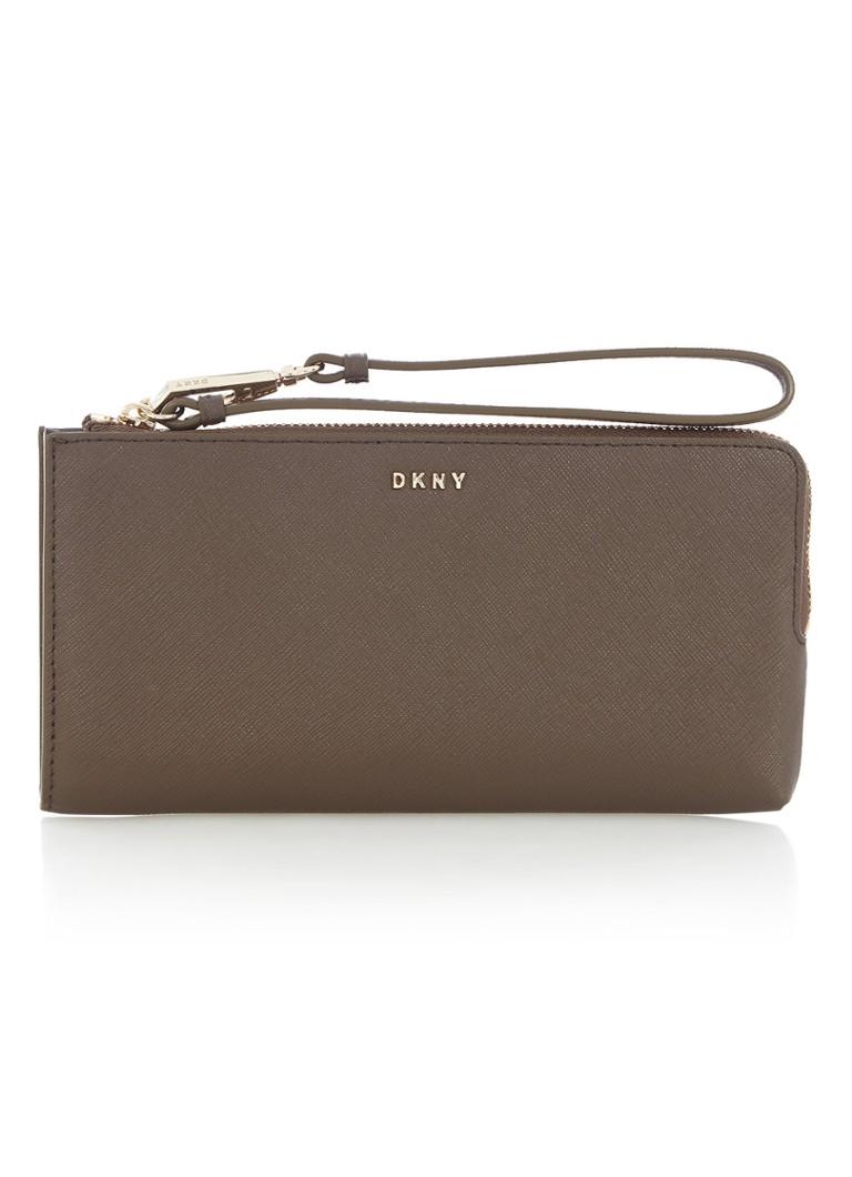 841083671cb DKNY Bryant Park portemonnee van saffianoleer • de Bijenkorf