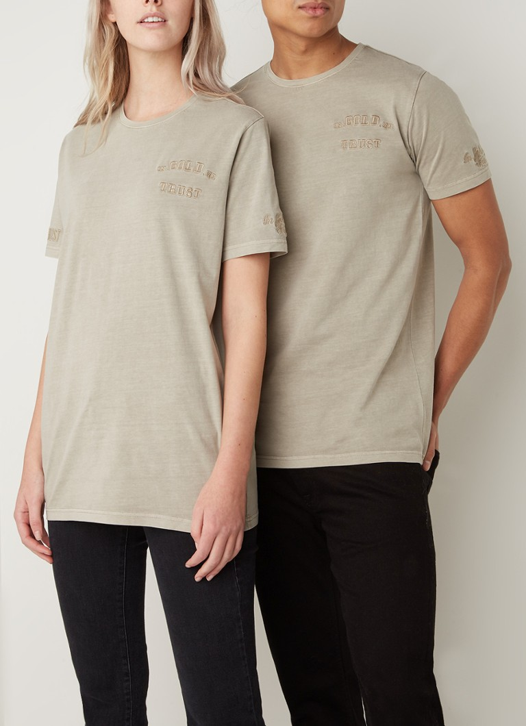 In Gold We Trust - Basic T-shirt met logoprint - Zand