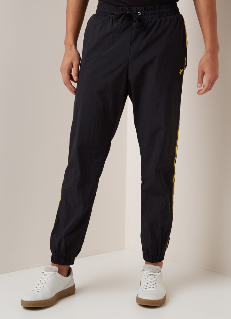 Lyle & Scott - Tapered fit sweatpants met contrastbies - Zwart
