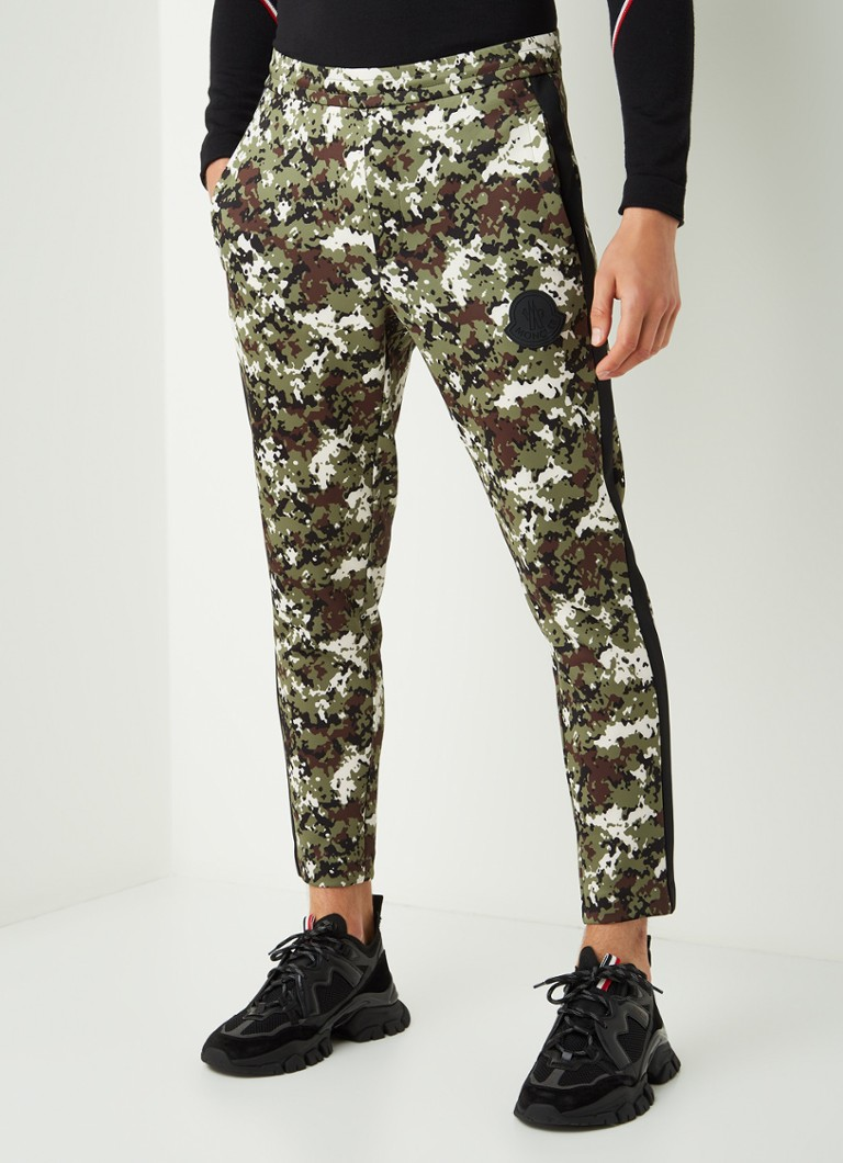 Moncler - Slim fit cropped track pants met camouflageprint - Legergroen