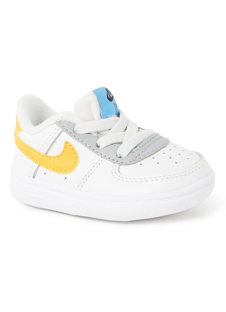 Nike - Air Force 1 babyschoentje met logo - Wit