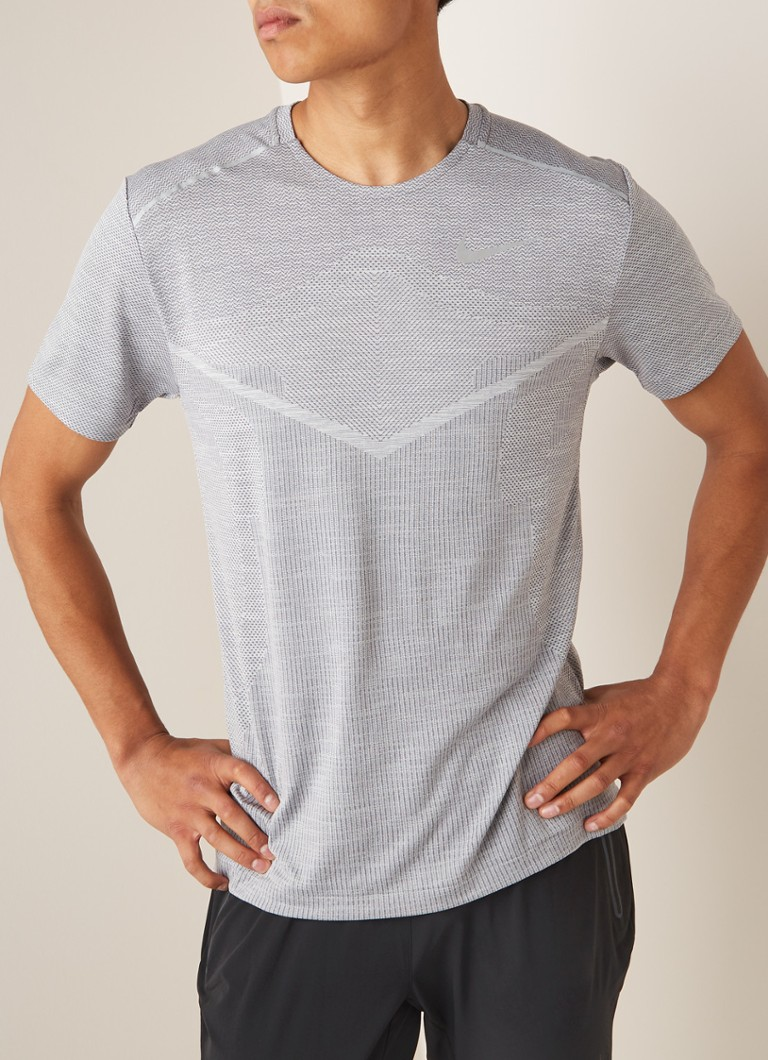 Nike - Techknit Ultra slim fit hardloop T-shirt - Lichtgrijs