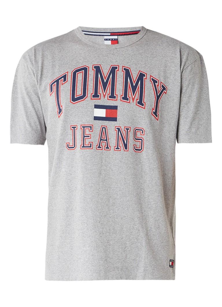 tommy hilfiger 90s t shirt met logoprint de bijenkorf. Black Bedroom Furniture Sets. Home Design Ideas